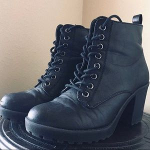 Heeled lace up boots